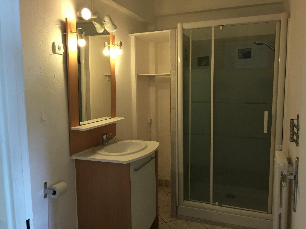 Appartement à louer 1 21.68m2 à Antibes vignette-9
