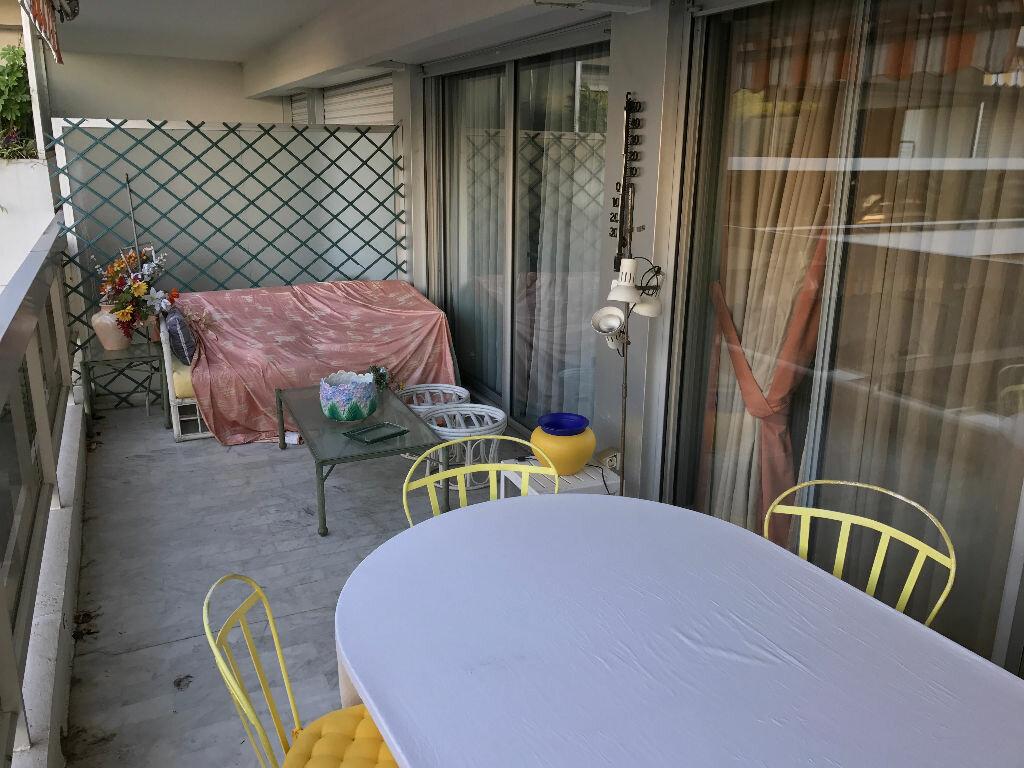 Appartement à louer 2 49.76m2 à Juan-les-Pins - Antibes vignette-3