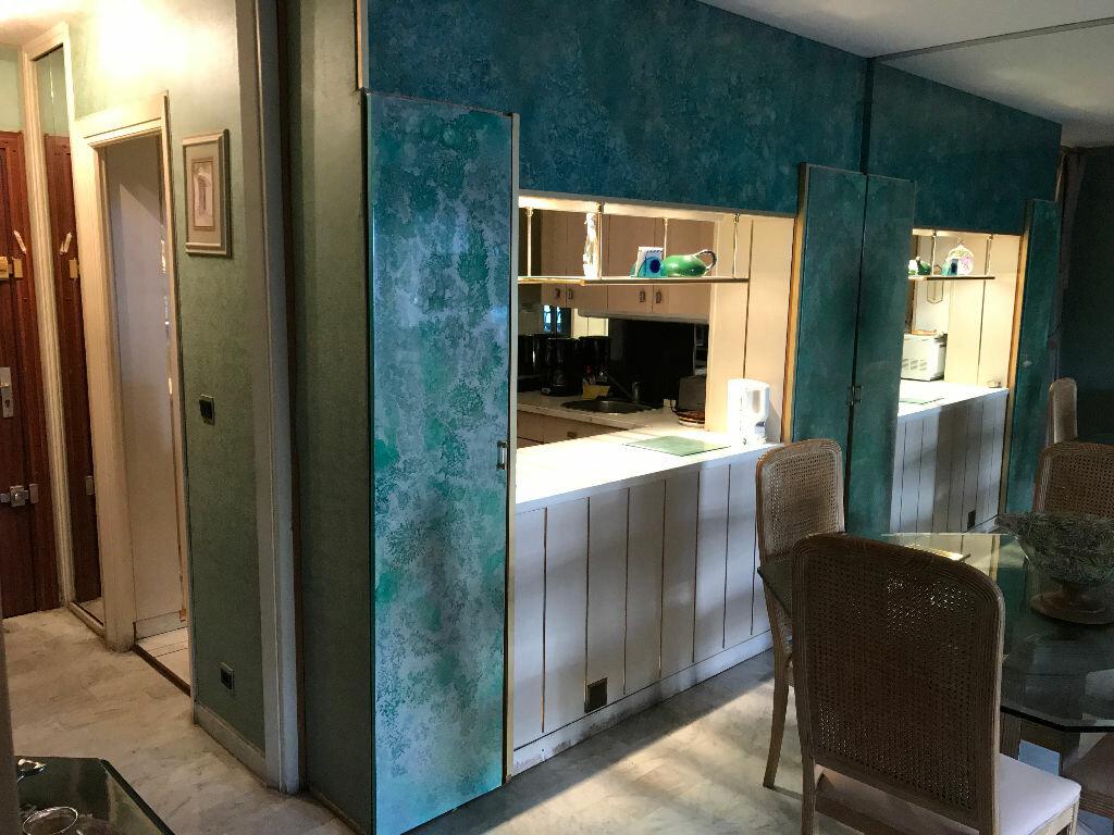 Appartement à louer 2 49.76m2 à Juan-les-Pins - Antibes vignette-8