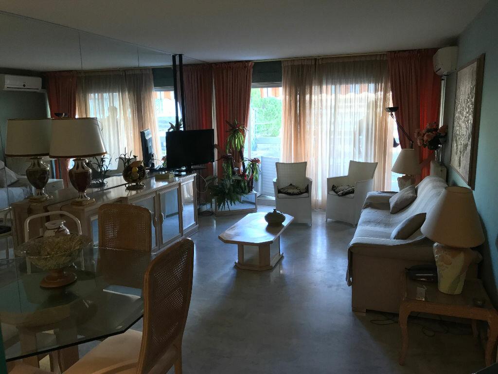 Appartement à louer 2 49.76m2 à Juan-les-Pins - Antibes vignette-9