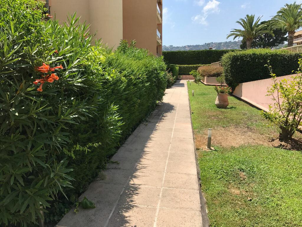 Appartement à louer 1 21.6m2 à Golfe Juan - Vallauris vignette-6