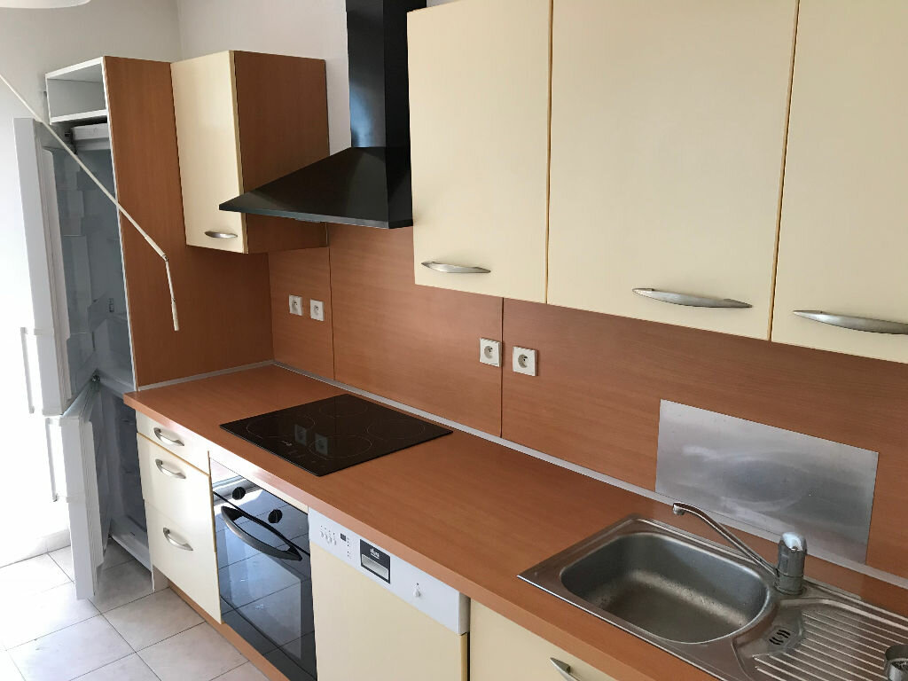 Appartement à louer 3 66.03m2 à Biot vignette-4