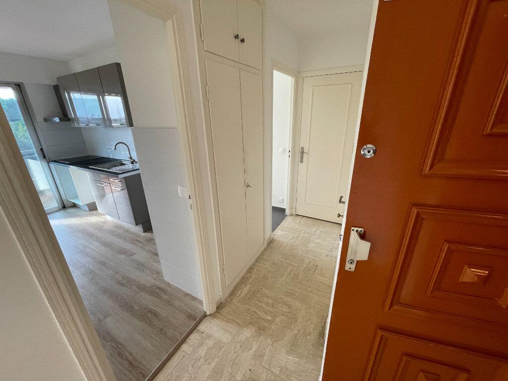 Appartement à louer 2 46.3m2 à Antibes vignette-6