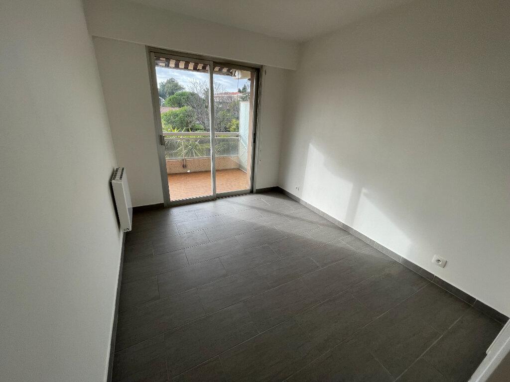 Appartement à louer 2 46.3m2 à Antibes vignette-14