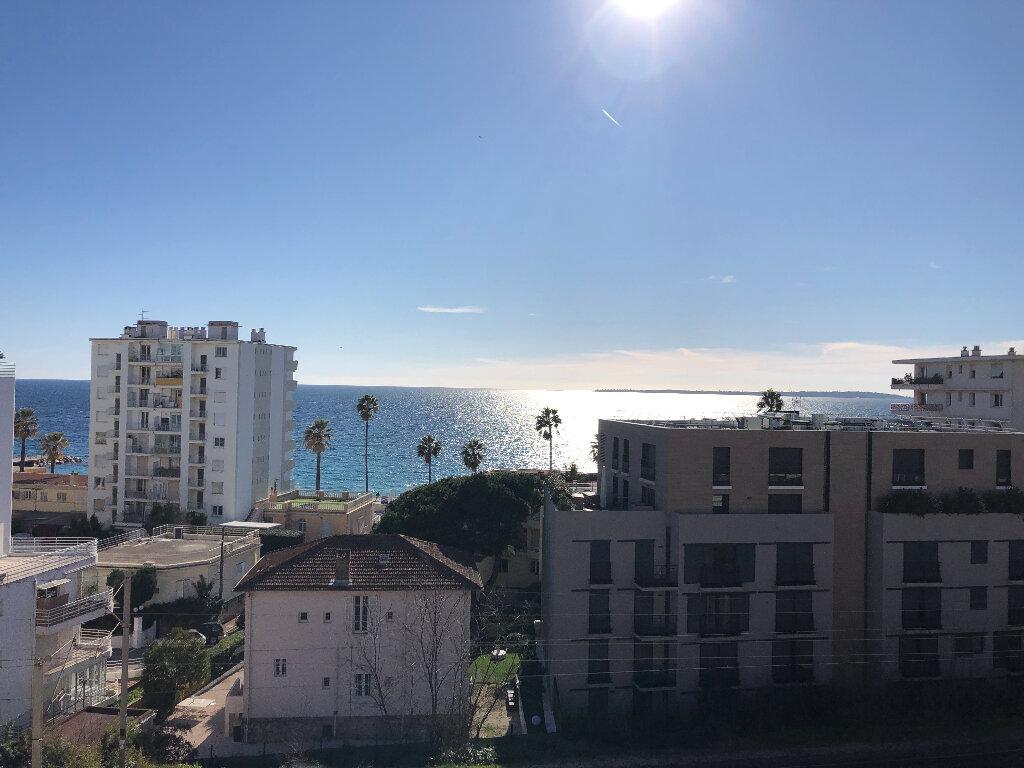 Appartement à louer 2 50.67m2 à Juan-les-Pins - Antibes vignette-1