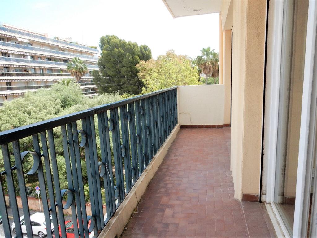 Appartement à vendre 2 46m2 à Juan-les-Pins - Antibes vignette-4