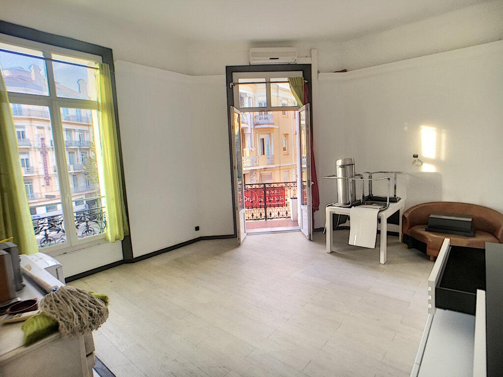 Appartement à vendre 3 67m2 à Cannes vignette-3