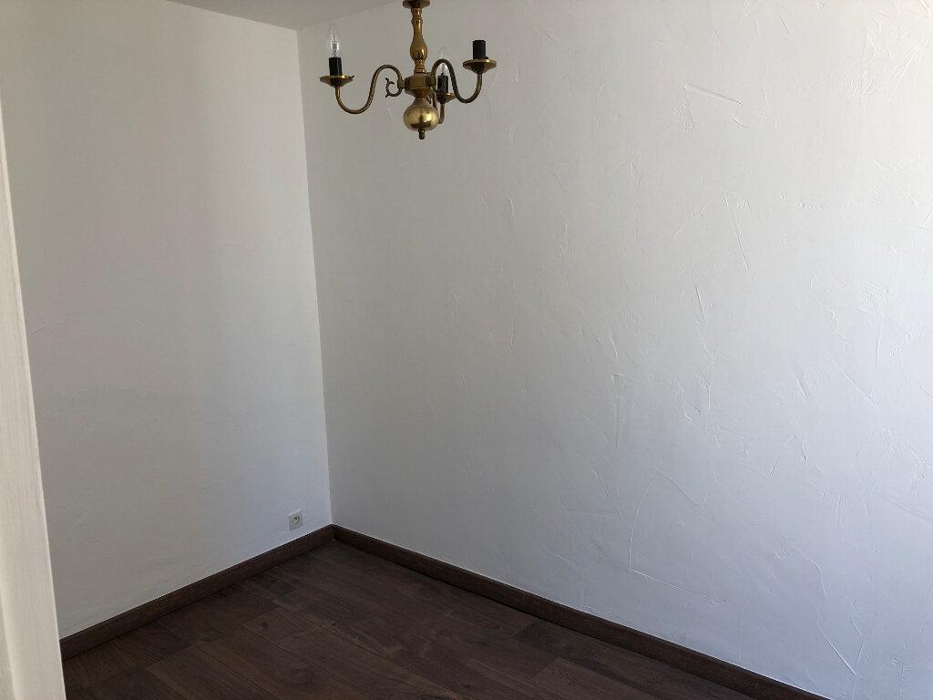 Appartement à louer 2 30.75m2 à Antibes vignette-3