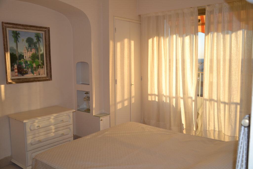 Appartement à louer 3 84m2 à Antibes vignette-4