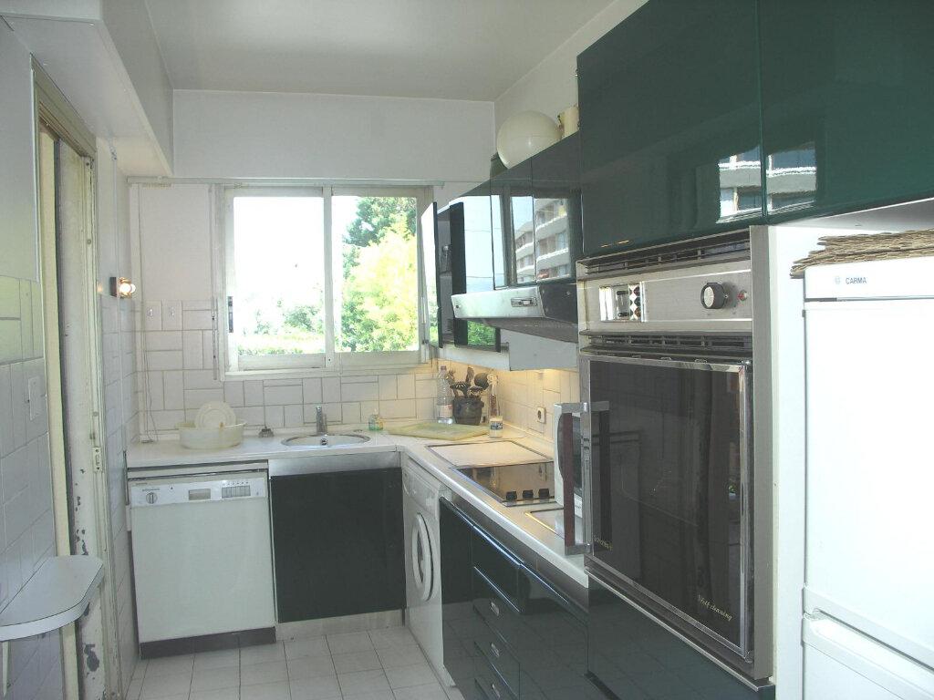 Appartement à louer 3 84m2 à Antibes vignette-6