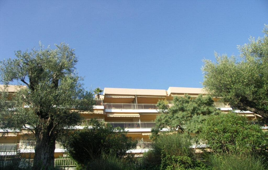Appartement à louer 3 84m2 à Antibes vignette-9