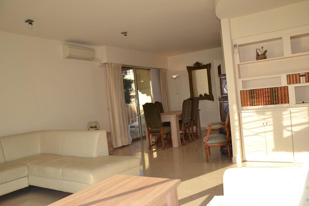 Appartement à louer 3 84m2 à Antibes vignette-14