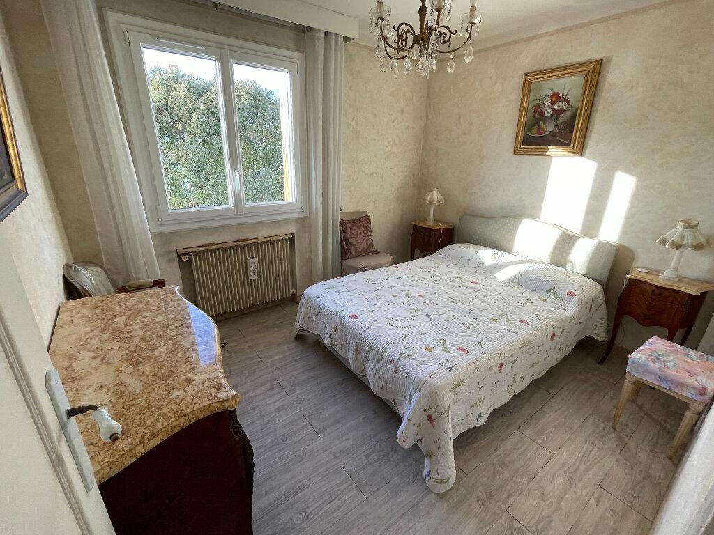 Appartement à louer 3 65m2 à Antibes vignette-3