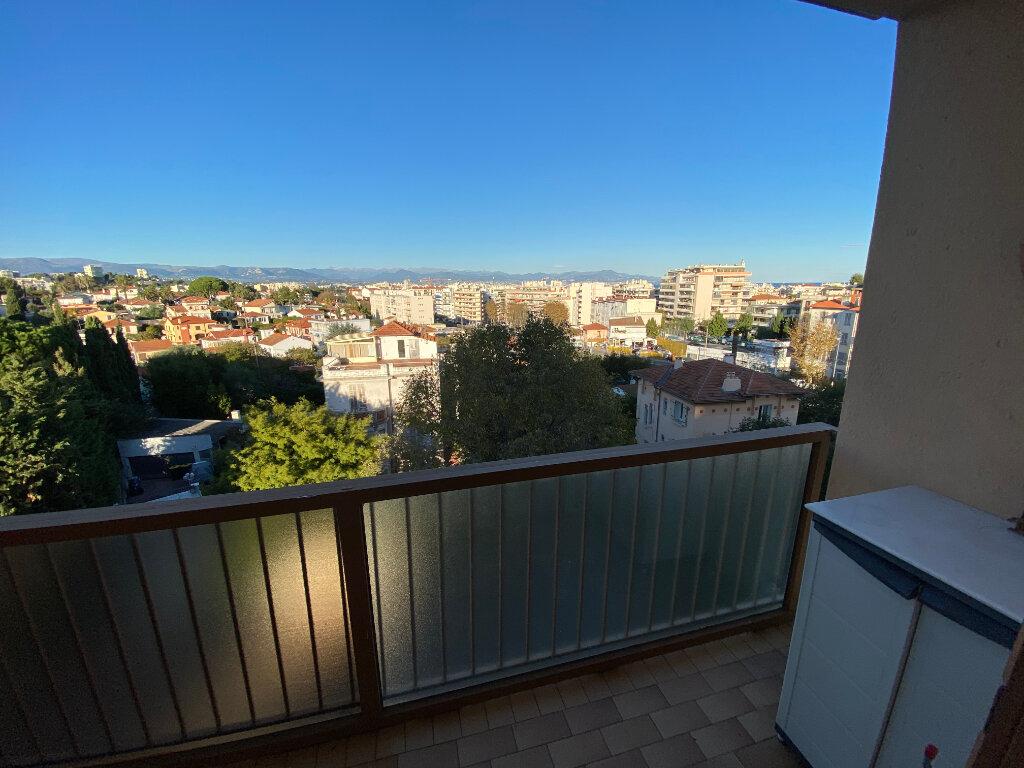 Appartement à louer 3 65m2 à Antibes vignette-7
