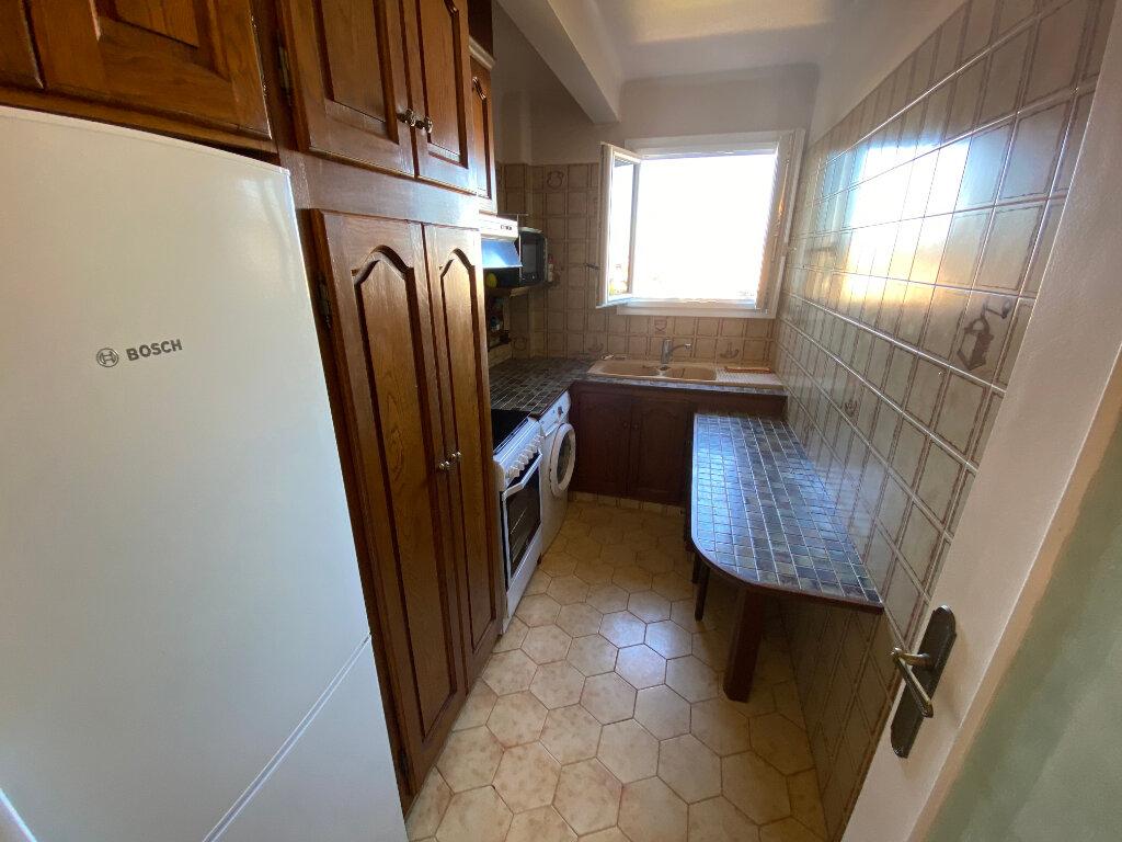 Appartement à louer 3 65m2 à Antibes vignette-10