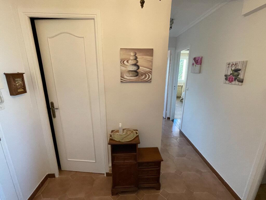 Appartement à louer 3 65m2 à Antibes vignette-15
