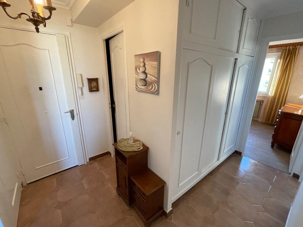 Appartement à louer 3 65m2 à Antibes vignette-16
