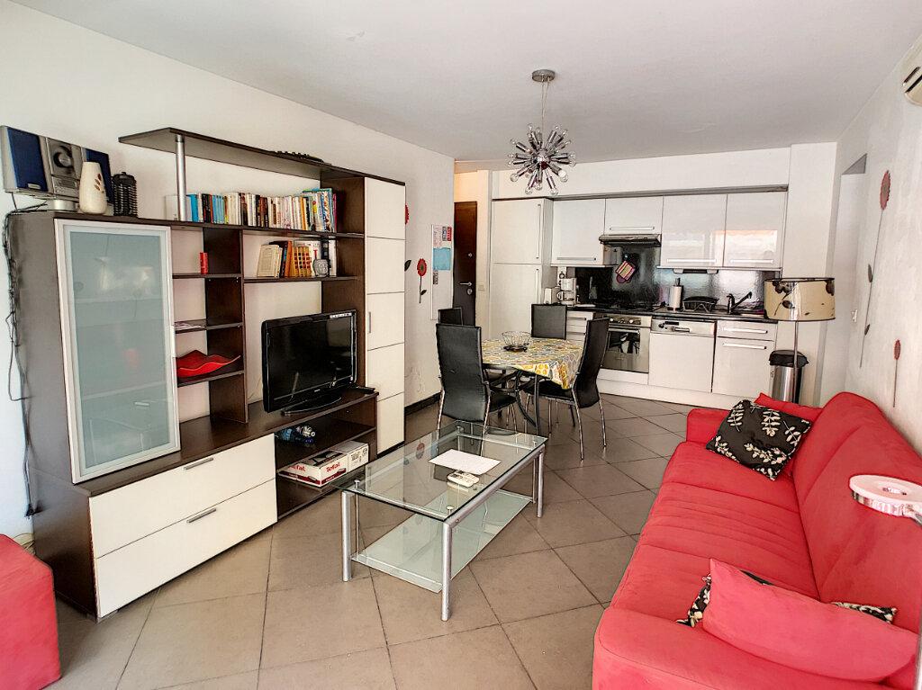 Appartement à vendre 2 43m2 à Juan-les-Pins - Antibes vignette-1