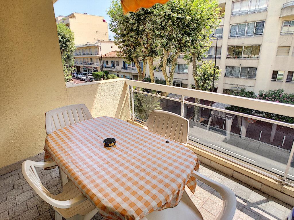 Appartement à vendre 2 43m2 à Juan-les-Pins - Antibes vignette-2