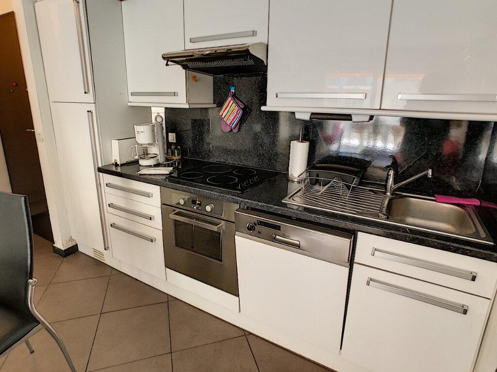Appartement à vendre 2 43m2 à Juan-les-Pins - Antibes vignette-3