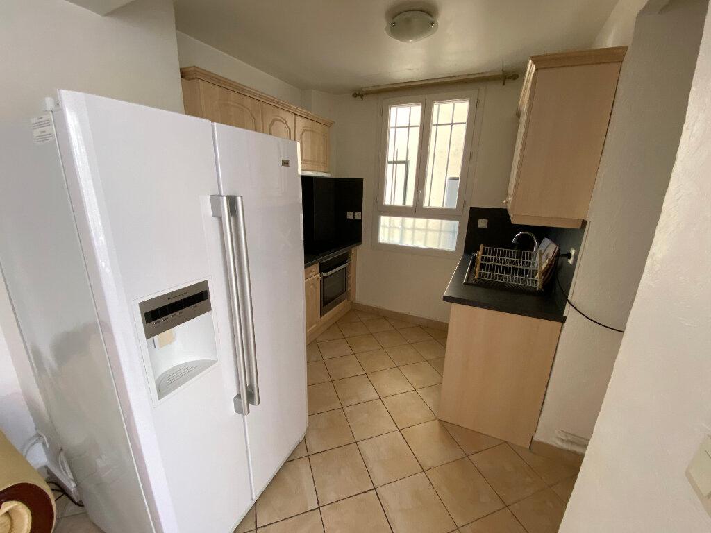 Appartement à louer 3 57m2 à Juan-les-Pins - Antibes vignette-2
