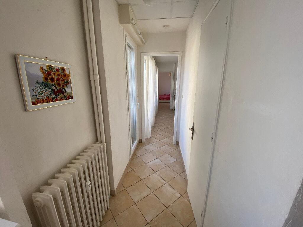 Appartement à louer 3 57m2 à Juan-les-Pins - Antibes vignette-9