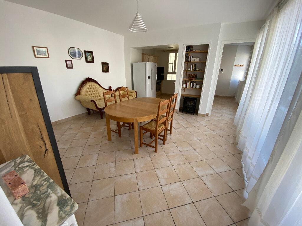 Appartement à louer 3 57m2 à Juan-les-Pins - Antibes vignette-12