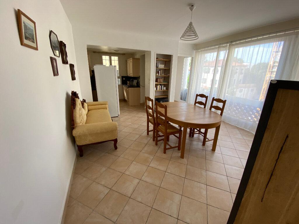 Appartement à louer 3 57m2 à Juan-les-Pins - Antibes vignette-13