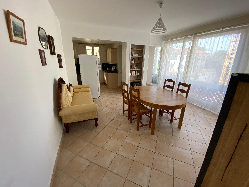 Appartement à louer 3 57m2 à Juan-les-Pins - Antibes vignette-14