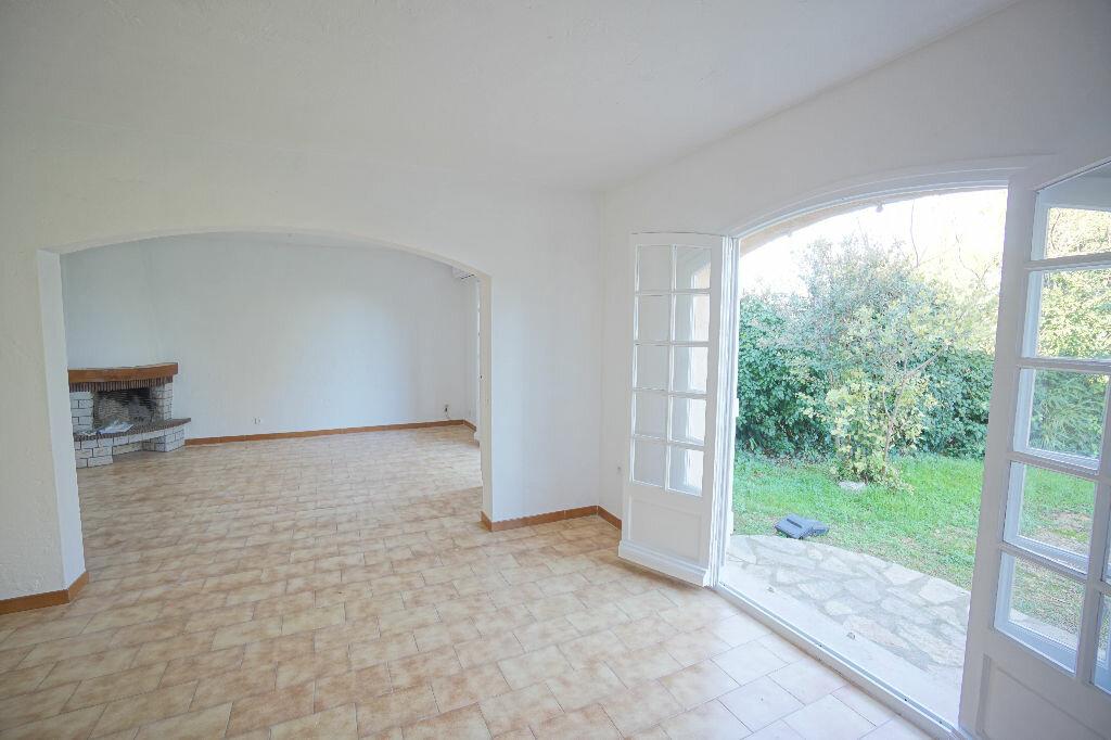 Maison à louer 4 124.69m2 à Biot vignette-4