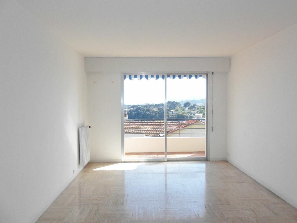 Appartement à louer 3 68.45m2 à Le Cannet vignette-2