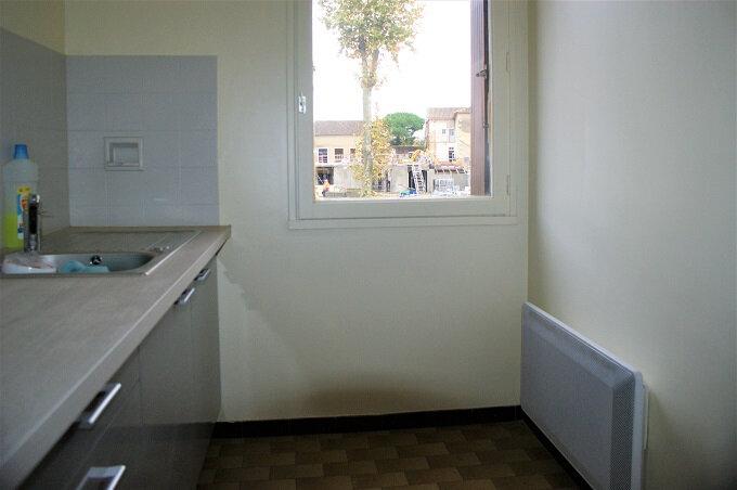 Appartement à louer 1 28m2 à Fleurance vignette-3