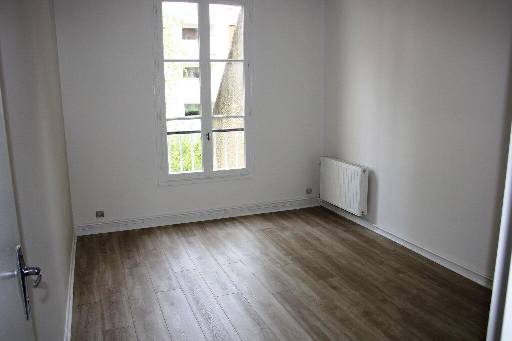 Appartement à louer 3 70m2 à Auxerre vignette-1