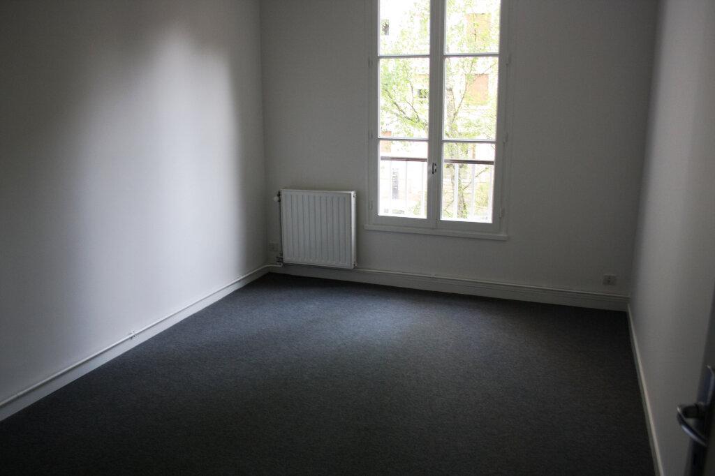 Appartement à louer 3 70m2 à Auxerre vignette-4