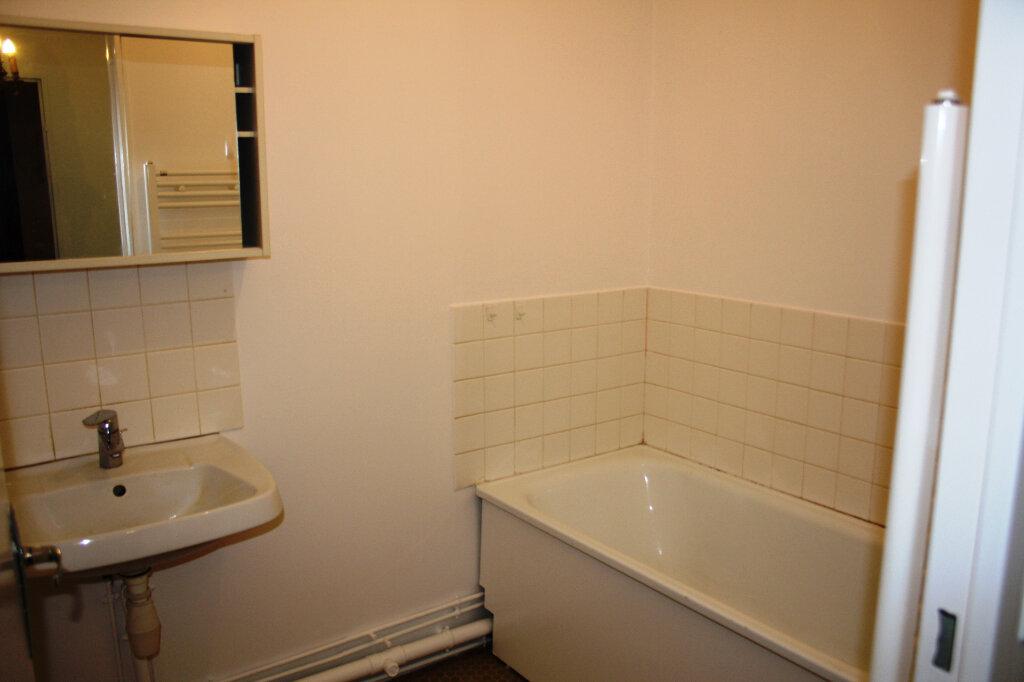 Appartement à louer 3 70m2 à Auxerre vignette-5