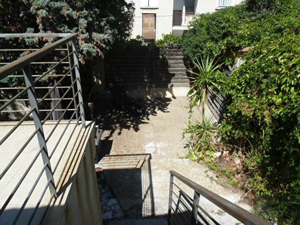 Maison à louer 3 106.61m2 à Marseille 8 vignette-7