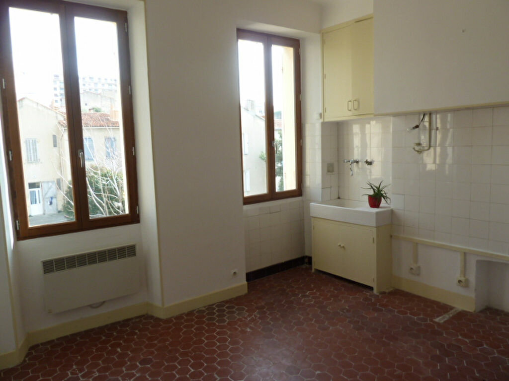 Appartement à louer 2 29.93m2 à Marseille 7 vignette-1