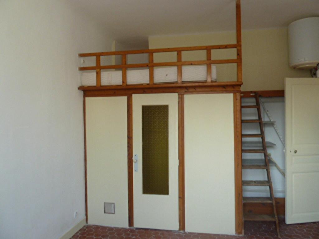 Appartement à louer 2 29.93m2 à Marseille 7 vignette-3