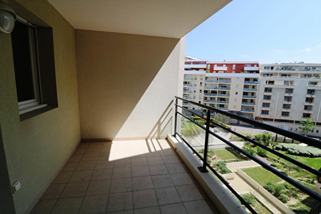 Appartement à louer 2 41m2 à Marseille 8 vignette-4