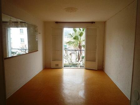 Appartement à louer 3 50.32m2 à Marseille 8 vignette-1