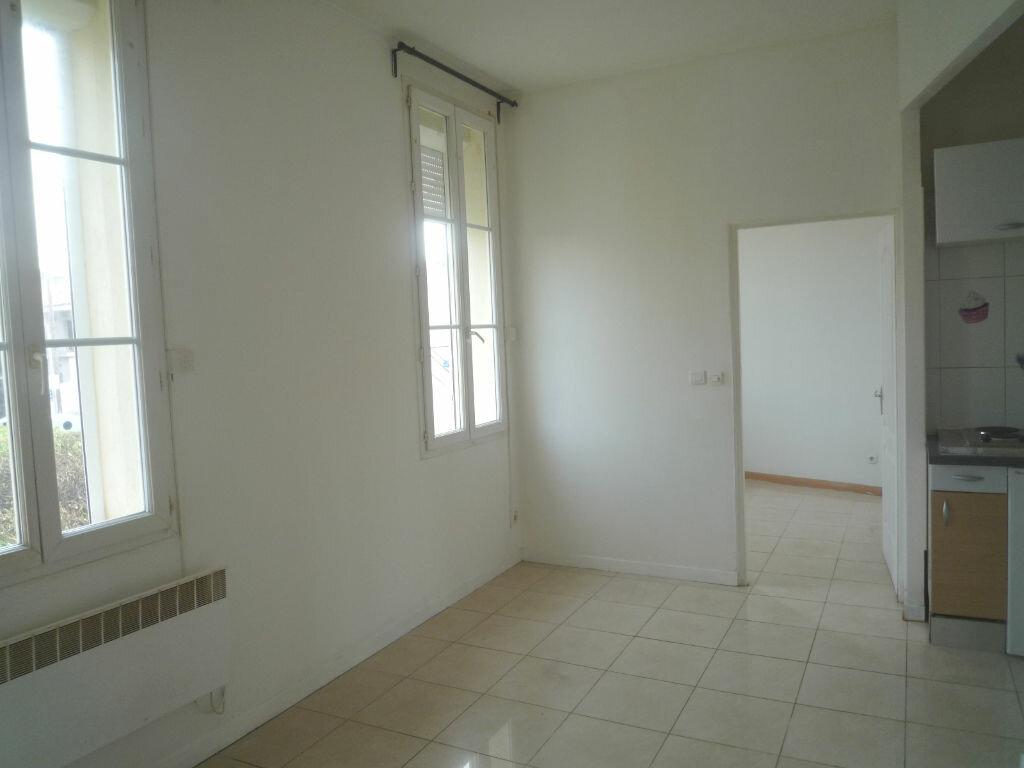 Appartement à louer 2 25m2 à Marseille 8 vignette-2