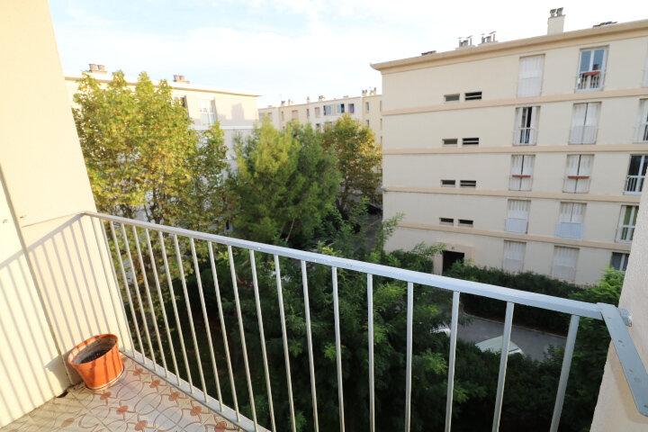 Appartement à louer 3 54.08m2 à Marseille 9 vignette-2