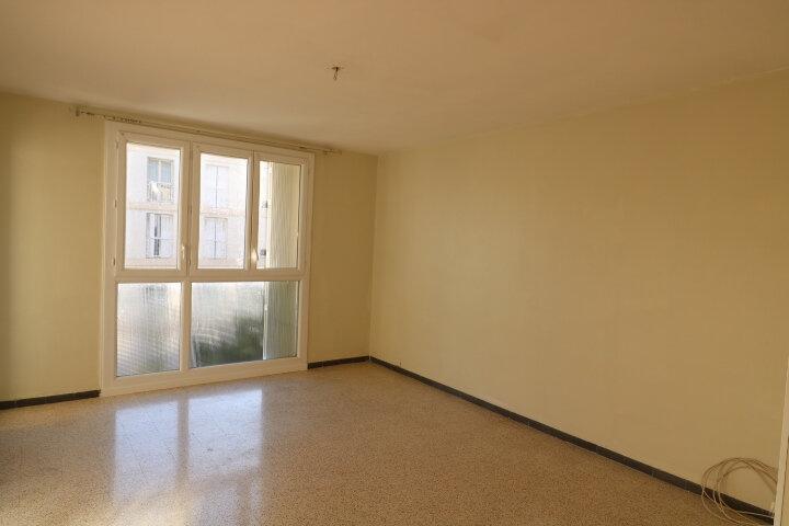 Appartement à louer 3 54.08m2 à Marseille 9 vignette-4
