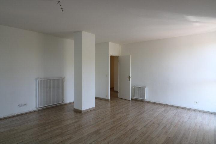 Appartement à louer 3 72.48m2 à Marseille 8 vignette-2