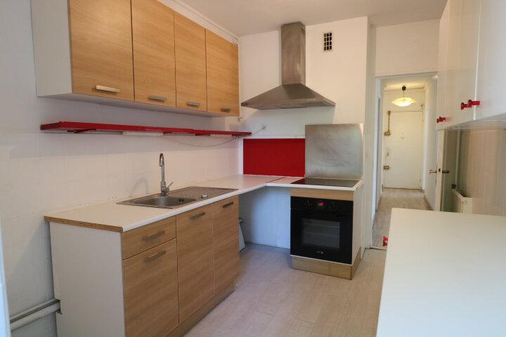 Appartement à louer 3 72.48m2 à Marseille 8 vignette-4