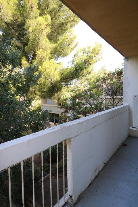Appartement à louer 3 72.48m2 à Marseille 8 vignette-10