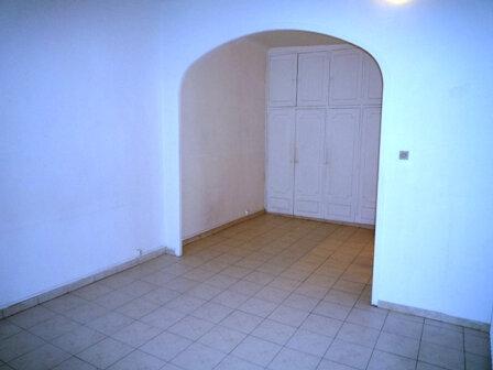 Appartement à louer 3 57.1m2 à Marseille 1 vignette-1