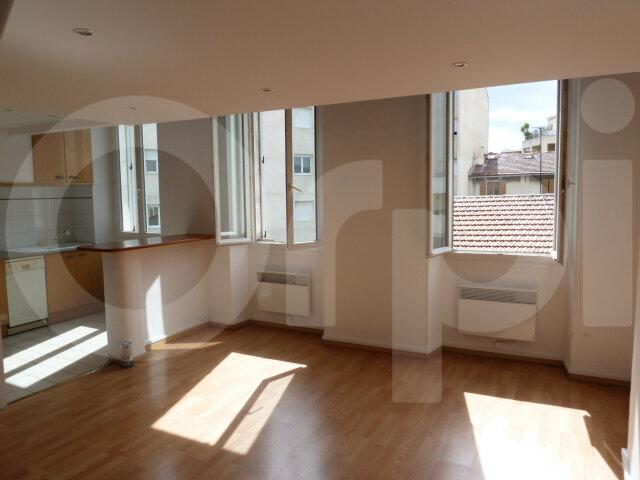 Appartement à louer 2 50m2 à Marseille 8 vignette-1