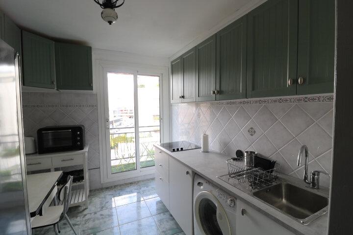 Appartement à louer 3 60.55m2 à Marseille 8 vignette-1