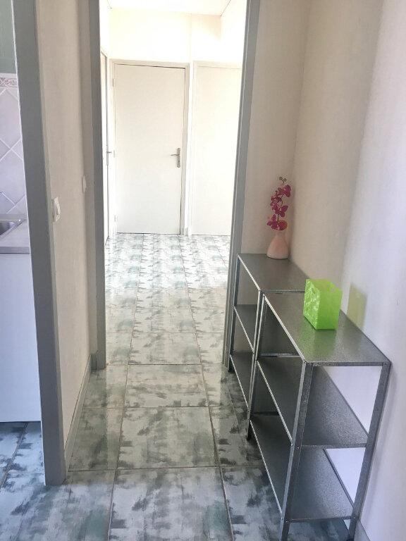 Appartement à louer 3 60.55m2 à Marseille 8 vignette-7